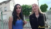 Download Video Bokep Kelly et Louna s 039 amusent avec un gode ceinture terbaru